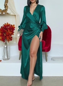 Zielona sukienka Sandbella z długim rękawem z dekoltem w kształcie litery v