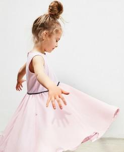 Różowa sukienka dziewczęca Banana Kids z tkaniny