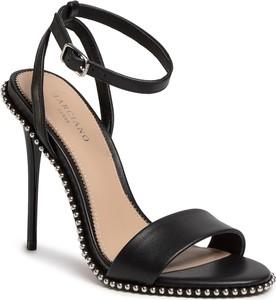 Czarne sandały Guess by Marciano z klamrami ze skóry na wysokim obcasie