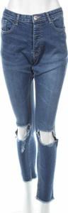 Niebieskie jeansy BooHoo w street stylu