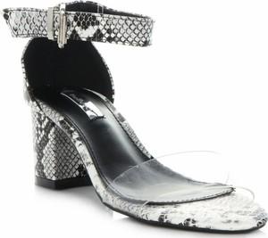 Sandały Belluci z klamrami
