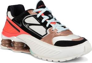 Buty sportowe Nike z zamszu na platformie