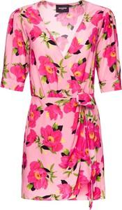 Różowa sukienka The Kooples z krótkim rękawem kopertowa