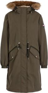 Zielona kurtka Tommy Jeans w militarnym stylu