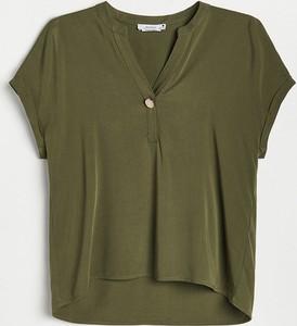 Zielona bluzka Reserved z dekoltem w kształcie litery v z krótkim rękawem w stylu casual