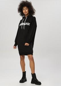 Czarna bluzka born2be w młodzieżowym stylu z okrągłym dekoltem