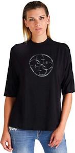 Czarny t-shirt Guess w młodzieżowym stylu z krótkim rękawem