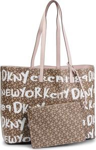 Brązowa torebka DKNY na ramię z breloczkiem duża