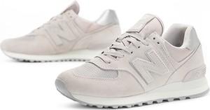 Różowe buty sportowe New Balance sznurowane na koturnie