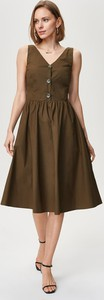 Sukienka FEMESTAGE Eva Minge z tkaniny midi na ramiączkach