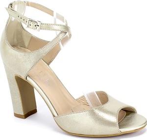 Złote sandały Kotyl na średnim obcasie z klamrami