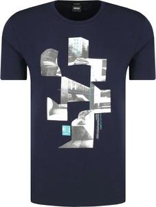 T-shirt Boss w młodzieżowym stylu
