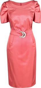 Czerwona sukienka Fokus z tkaniny w stylu glamour z okrągłym dekoltem
