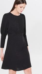 Czarna sukienka Mohito z żakardu