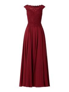 Czerwona sukienka Luxuar z szyfonu z dekoltem w łódkę