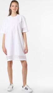 Sukienka Adidas Originals mini z okrągłym dekoltem