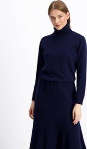 Granatowy sweter Lavard w stylu casual