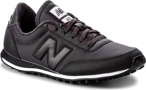 Czarne buty sportowe New Balance w sportowym stylu
