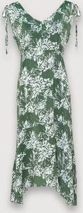 Zielona sukienka Molton z dekoltem w kształcie litery v maxi