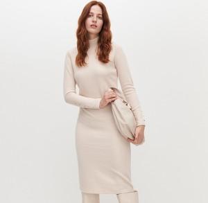 Sukienka Reserved z długim rękawem w stylu casual prosta