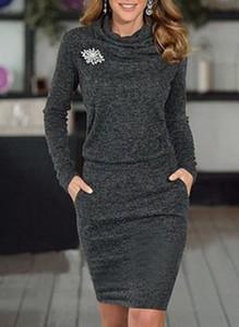 Czarna sukienka Cikelly z okrągłym dekoltem z długim rękawem z dresówki