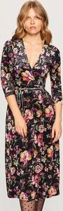 Sukienka Reserved z weluru z dekoltem w kształcie litery v z długim rękawem