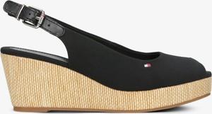 Czarne sandały Tommy Hilfiger na koturnie z klamrami na średnim obcasie