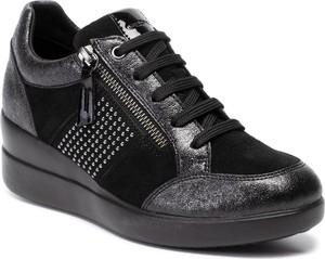 Sneakersy Geox na platformie sznurowane