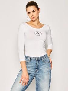 Bluzka Calvin Klein w młodzieżowym stylu
