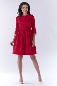 Czerwona sukienka Awama rozkloszowana w stylu casual
