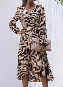 Sukienka Sandbella z długim rękawem midi z dekoltem w kształcie litery v