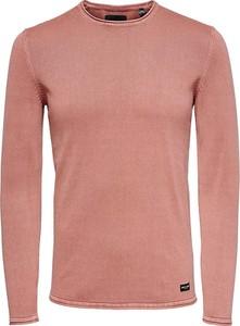 Różowy sweter Only & Sons w stylu casual