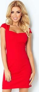 Czerwona sukienka NUMOCO mini z dekoltem w karo