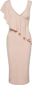 Różowa sukienka WAL G. z dekoltem w kształcie litery v