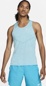 Niebieski t-shirt Nike w sportowym stylu z krótkim rękawem