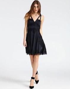 Sukienka Guess z tkaniny z dekoltem w kształcie litery v
