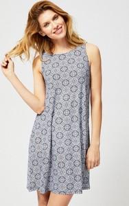 Sukienka Moodo z okrągłym dekoltem w stylu casual
