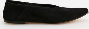 Czarne baleriny Reserved z płaską podeszwą w stylu casual ze skóry