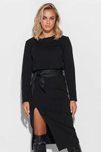 Czarna sukienka Makadamia z okrągłym dekoltem w stylu casual