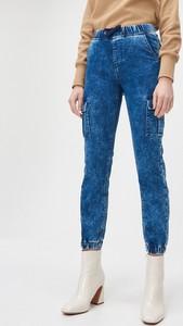 Jeansy Cropp z jeansu w street stylu