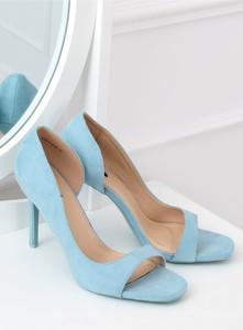 Błękitne szpilki Inello na szpilce w stylu klasycznym