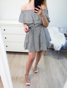 Sukienka MON BOUTIQUE z krótkim rękawem z bawełny