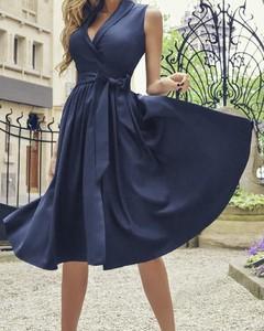 Sukienka Kendallme z dekoltem w kształcie litery v kopertowa
