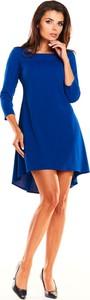 Niebieska sukienka Awama asymetryczna z okrągłym dekoltem z długim rękawem