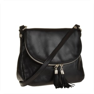 Real leather lekka czarna listonoszka ze skóry naturalnej.