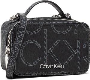 Czarna torebka Calvin Klein średnia na ramię