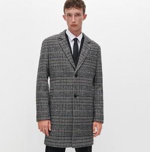 Czarny płaszcz męski Reserved