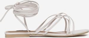 Sandały Multu z płaską podeszwą z klamrami ze skóry
