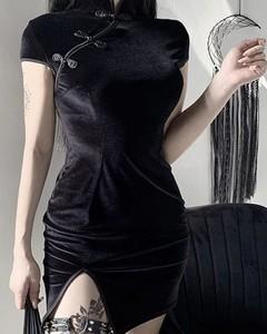 Czarna sukienka Kendallme z okrągłym dekoltem mini dopasowana