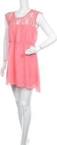 Różowa sukienka Ann Christine z okrągłym dekoltem mini